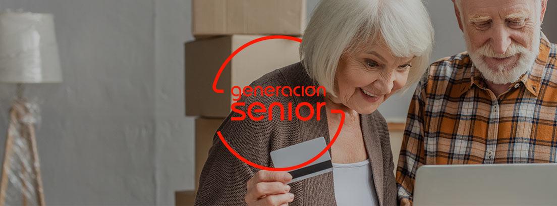 Personas mayores haciendo una compra online