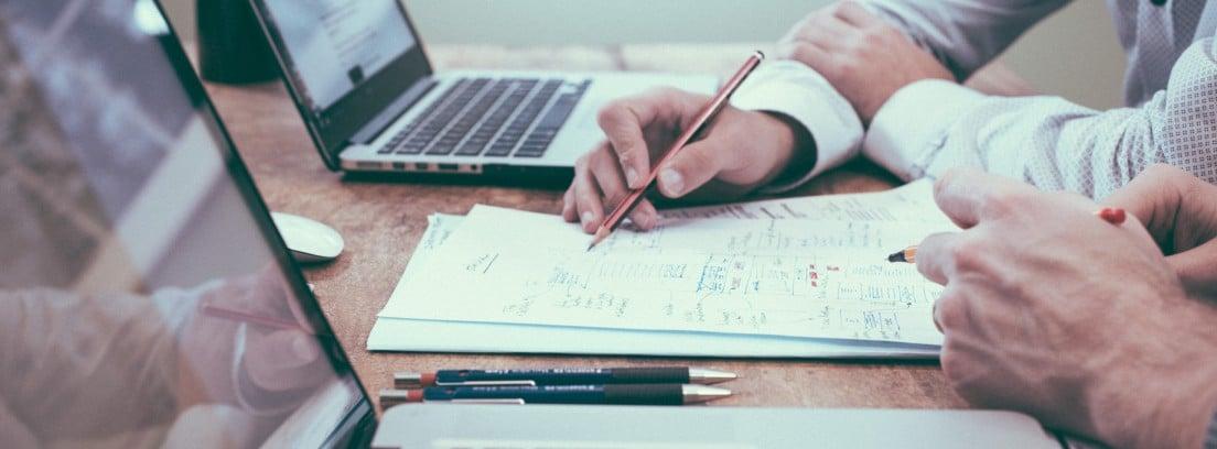 Ordenadores, lápiz y papel