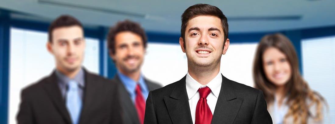 Equipo de empleados con traje