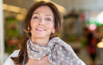 Mujer empresaria en una floristería