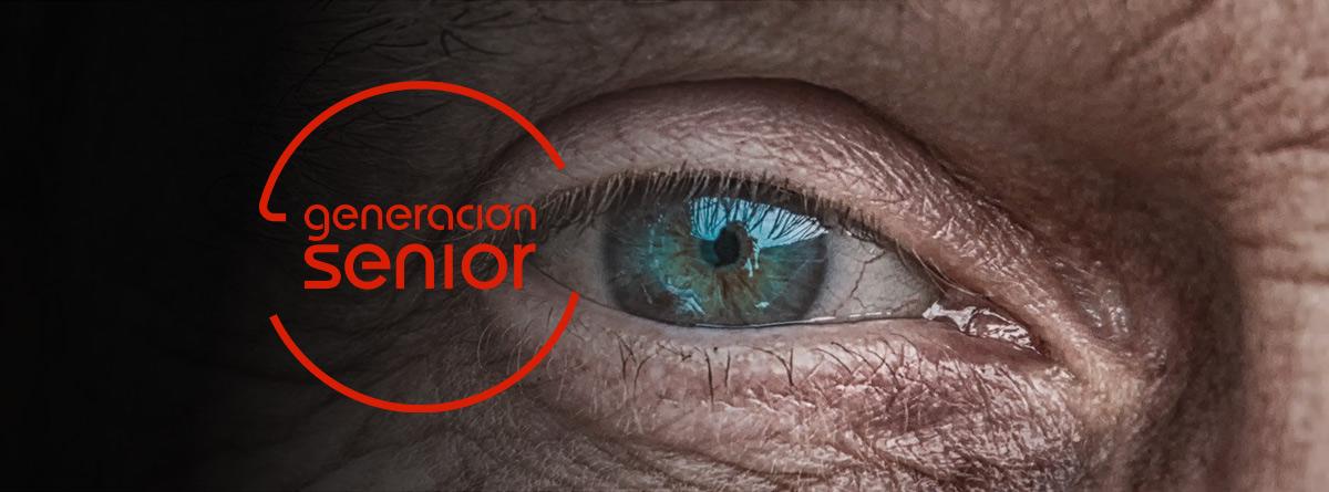 Primer plano del ojo de un hombre mayor