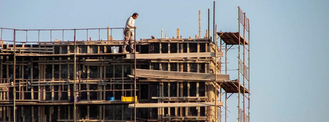 Trabajador de la construcción, una de las profesiones consideradas de riesgo